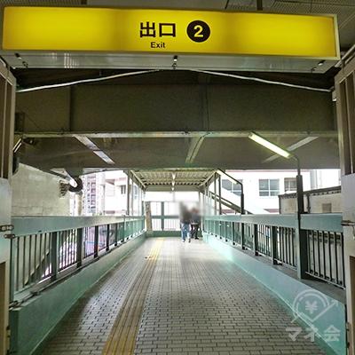 新御堂地上部の跨道橋を渡ります。