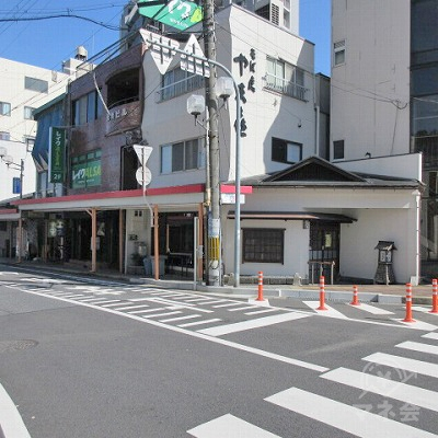 再度、横断歩道を渡り商店街がある方へ進みます。
