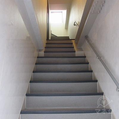 少し角度がある階段です。
