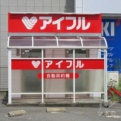 アイフルの店舗です。駐車できるスペースもあります。