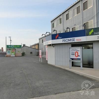 敷地内の奥にレイクALSAの店舗があります。