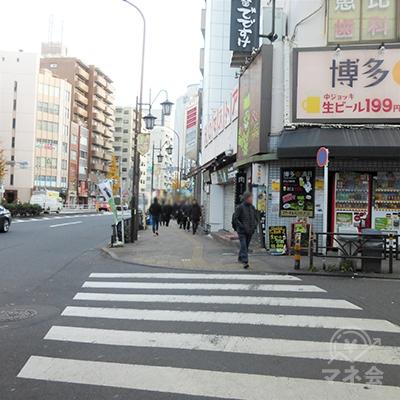 駒沢通りに突き当ります。右に進みます。
