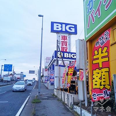 国道16号沿いに170メートル歩くと右手に店舗が見えます。