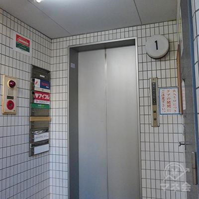 プロミスは6階です。エレベーターで6階にどうぞ。