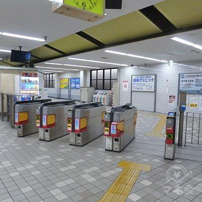 近鉄けいはんな線・荒本駅の改札口。この1ヶ所のみです。
