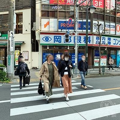また短い横断歩道があるので渡りましょう。