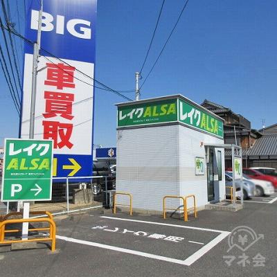 レイクALSAの店舗隣に専用駐車場があります。