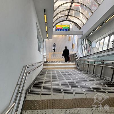 地上への階段を下ります。