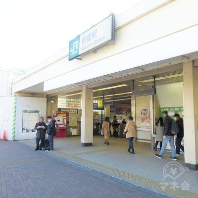 JR板橋駅西口の改札を抜けます。