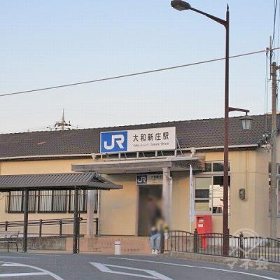 振り返ると駅名表示があります。