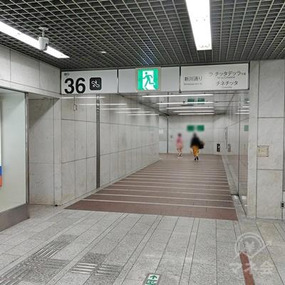 真っすぐ突き当たりまで歩くと、36番出口があります。