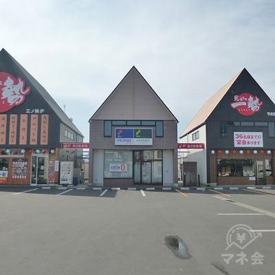 駐車場奥にプロミスの独立型店舗が見えてきます。