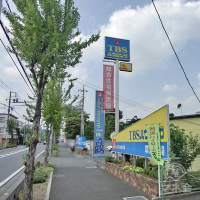 途中右手にTBSハウジング住宅展示場があります。