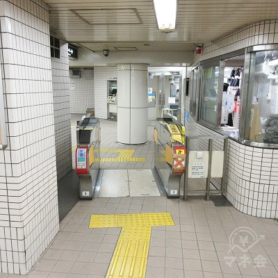 大阪メトロ四ツ橋線玉出駅南改札(改札表記なし写真は出口専用改札)を出ます。