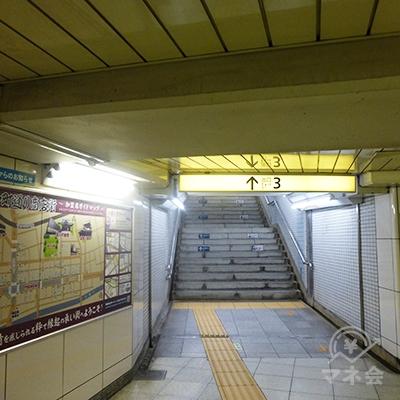 3番出口を地上に上がります。