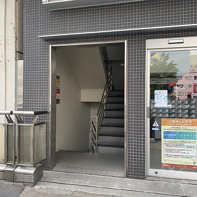 建物の入り口です。