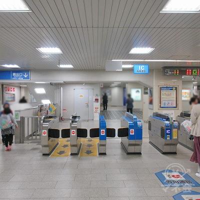 JR神戸線、六甲道駅改札(1つのみ)を出ます。