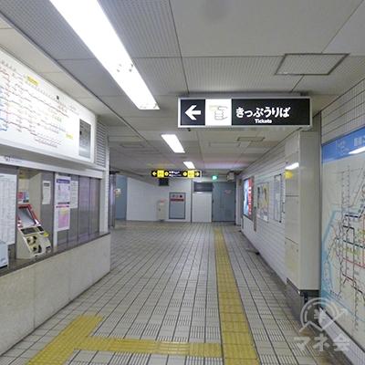 切符売り場を過ぎて地下通路を進んでいきます。