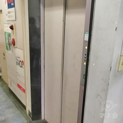 入口付近に戻るとエレベーターがあります。6階まで上りましょう。