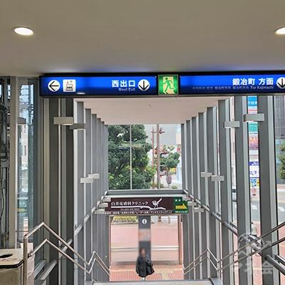 遠州鉄道「新浜松駅」の西口から地上へ出ます。