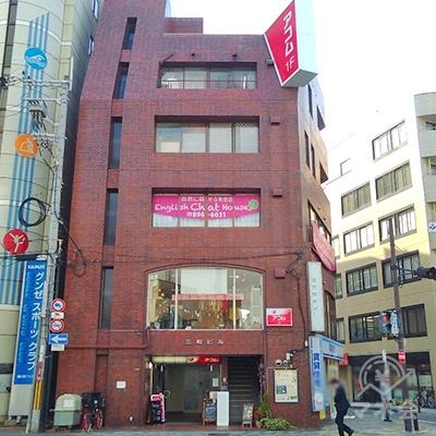 目的地のアコムが入る建物です。