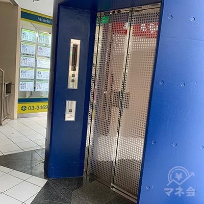 青い円柱がエレベーターになっていますので3Fへ。