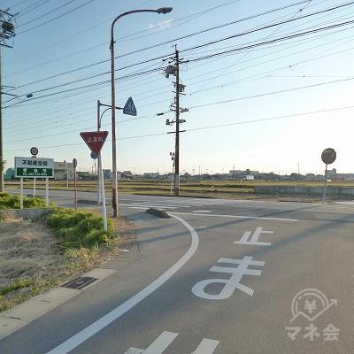 200m先で大通りに出ますので、左折してください。