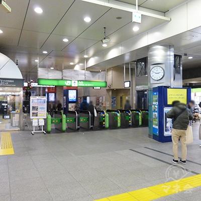 JR中央線高円寺駅の改札口です。左手が北口です。