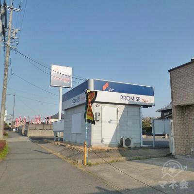 プロミスの独立型店舗が見えてきます。