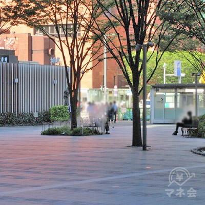 駅外に出たら、博多駅前通りを目指します。