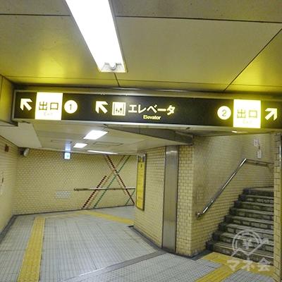 2番出口への通路です。右手へ進みます。