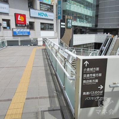 次にロッテリア方向に伸びる歩道橋を進みます。
