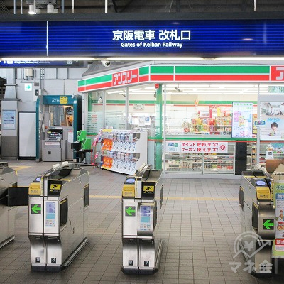 京阪本線門真市駅改札口(1つのみ)です。