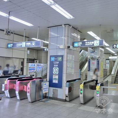 JR千代田線の綾瀬駅西口改札を出ます。