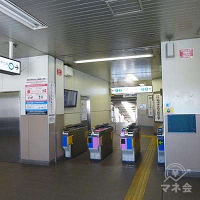 京成東中山駅の改札です。出て左に進みますと北口です。