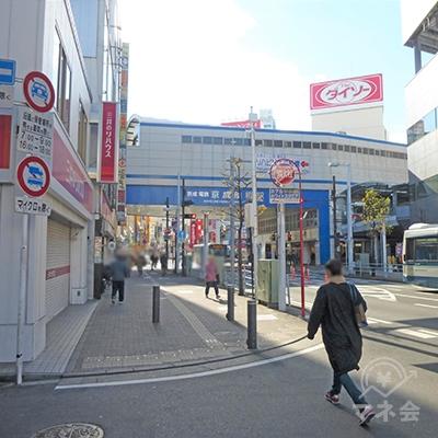 京成船橋駅の下をくぐります。