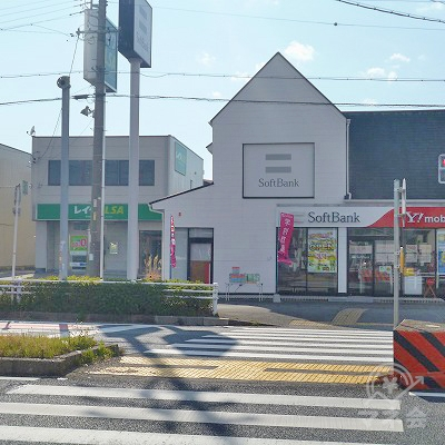 東京靴流通センターの次の交差点の先にレイクALSAが見えます。