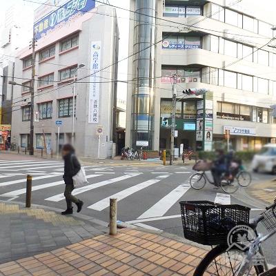 歩き始めて間もなく、近鉄八尾駅西交差点に差し掛かります。