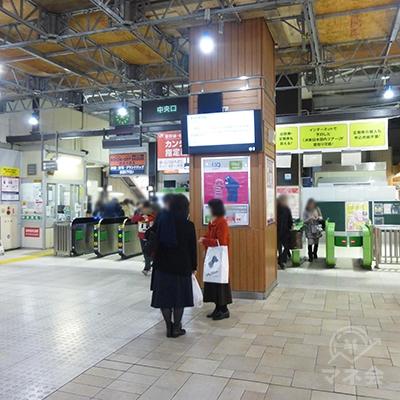 大森駅のホーム中央の階段から出ますと中央口改札です。