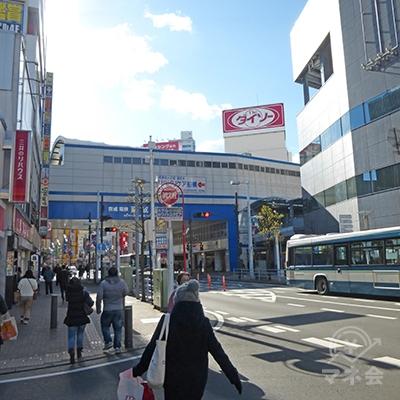 京成船橋駅が見えてきます。
