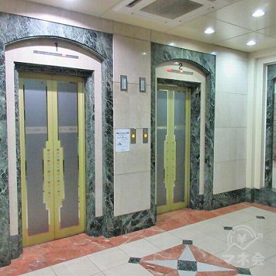 2階まではエレベーターを使用します。