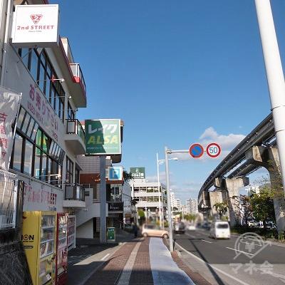 セカンドストリートを過ぎると左側に自販機があります。そこから5mほど進むとレイクALSAに到着です。
