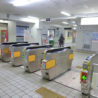 御堂筋線東三国駅 1〜3番側(北)改札口です。