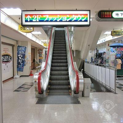 エスカレーターで3階へ上がります。