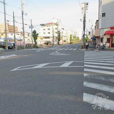 泉佐野駅東交差点を渡り、ローソン側へ渡ります。