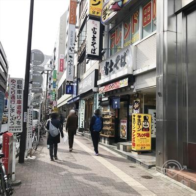 富士そばの方向に早稲田通りを進みます。