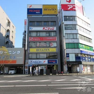 建物全景です。交差点(横川駅前)から確認できます。