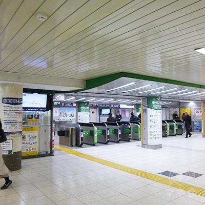 JR池袋駅の中央改札を出て、西口(東武)に向かいます。