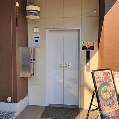 プロミスは3階です。エレベーターで3階へ上がります。