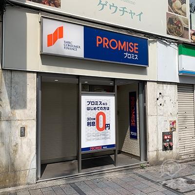 プロミス正面です。手前の地下街入口は18番です。